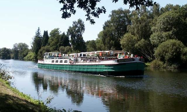 Built in 1903 for freight on the Nantes-Brest Canal, the barge Nin'arion now carries tourists from April to September between Pontivy and Hennebont.