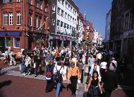 Busy shopping at Grafton street, Dublin. Photo © Dublin Tourism